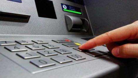 Mujer recibe por error 37 millones de dólares y los devuelve al banco