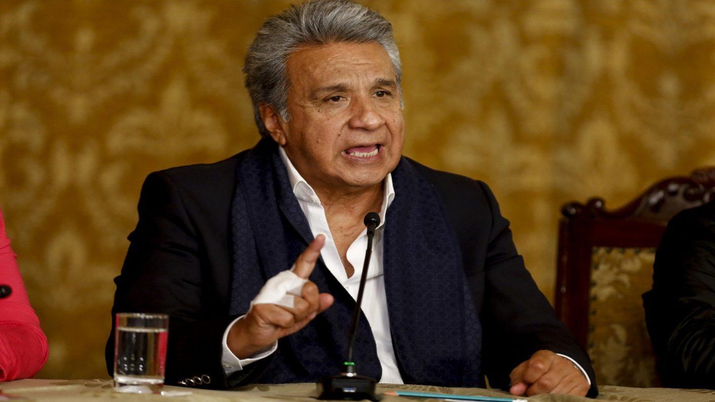 Presidente de Ecuador ordena reducción de su salario