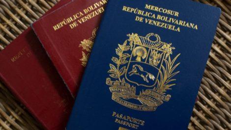 Estudian extender pasaporte venezolano