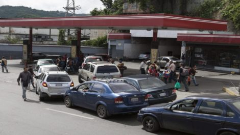 Colas en Caracas por Gasolina