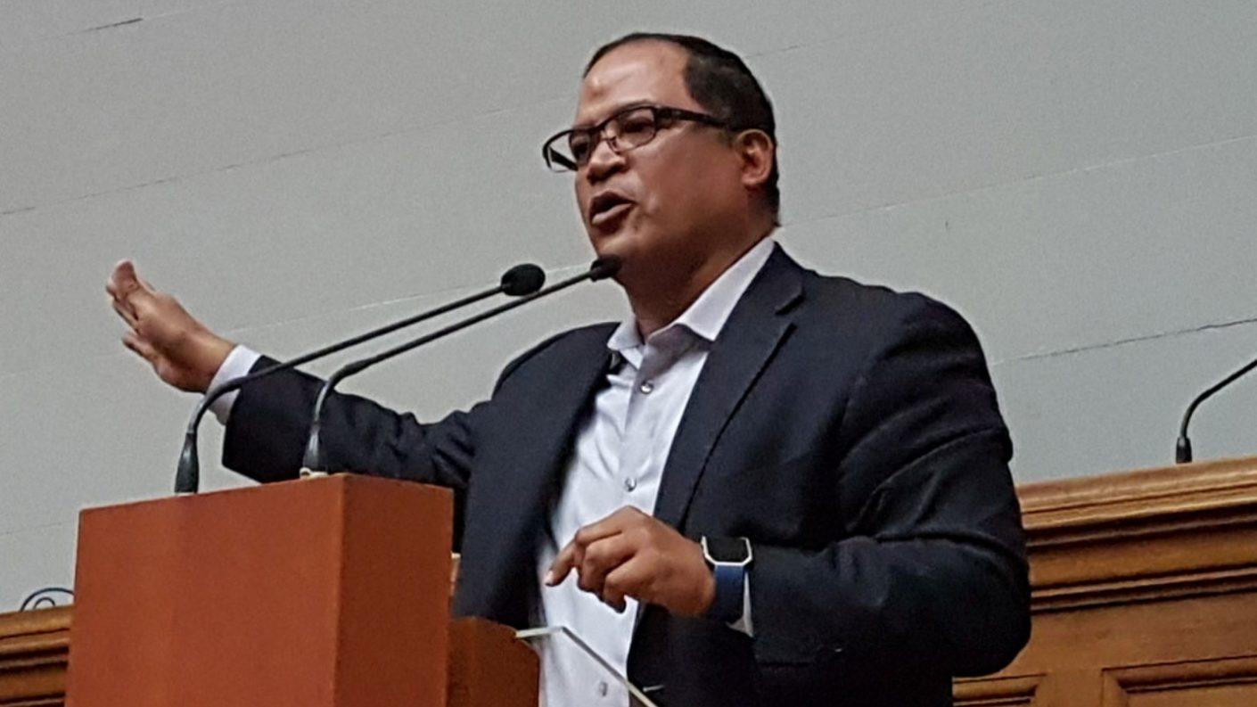 Carlos Valero presenta cifras de la diáspora