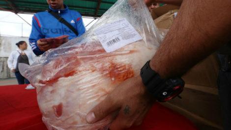 Gobierno empezó distribución «solidaria» de 27 mil perniles para esta navidad