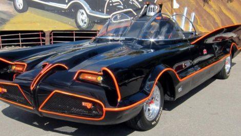 El Batimóvil de la serie Titans recuerda al de los 60's