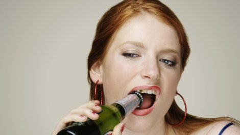 Beber cerveza aumenta el tamaño de los pechos en la mujer… y en el hombre