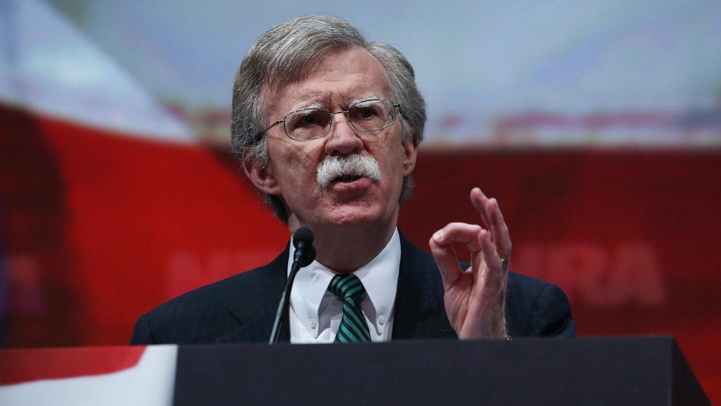 Bolton rechaza oferta de Maduro para negociación directa