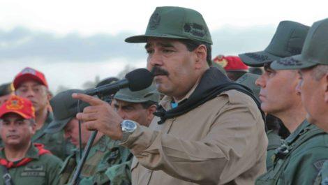 Maduro les dice a los militares que vino del futuro