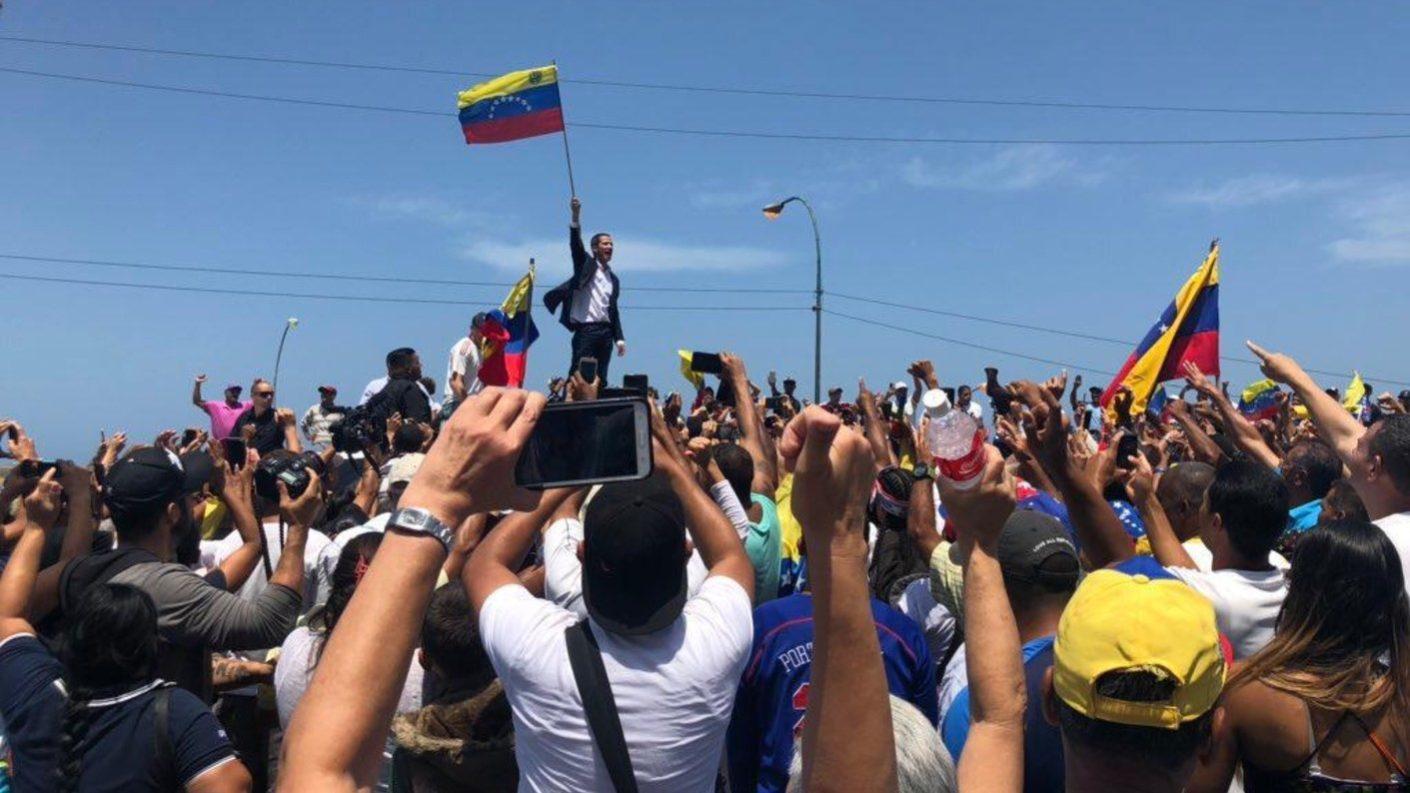 Comunidad internacional rechaza inhabilitación de Juan Guaidó