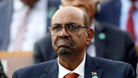 Ejército de Sudán depone al presidente Omar al Bashir y asume el poder por 2 años