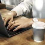 Cafe negro trabajo computadora
