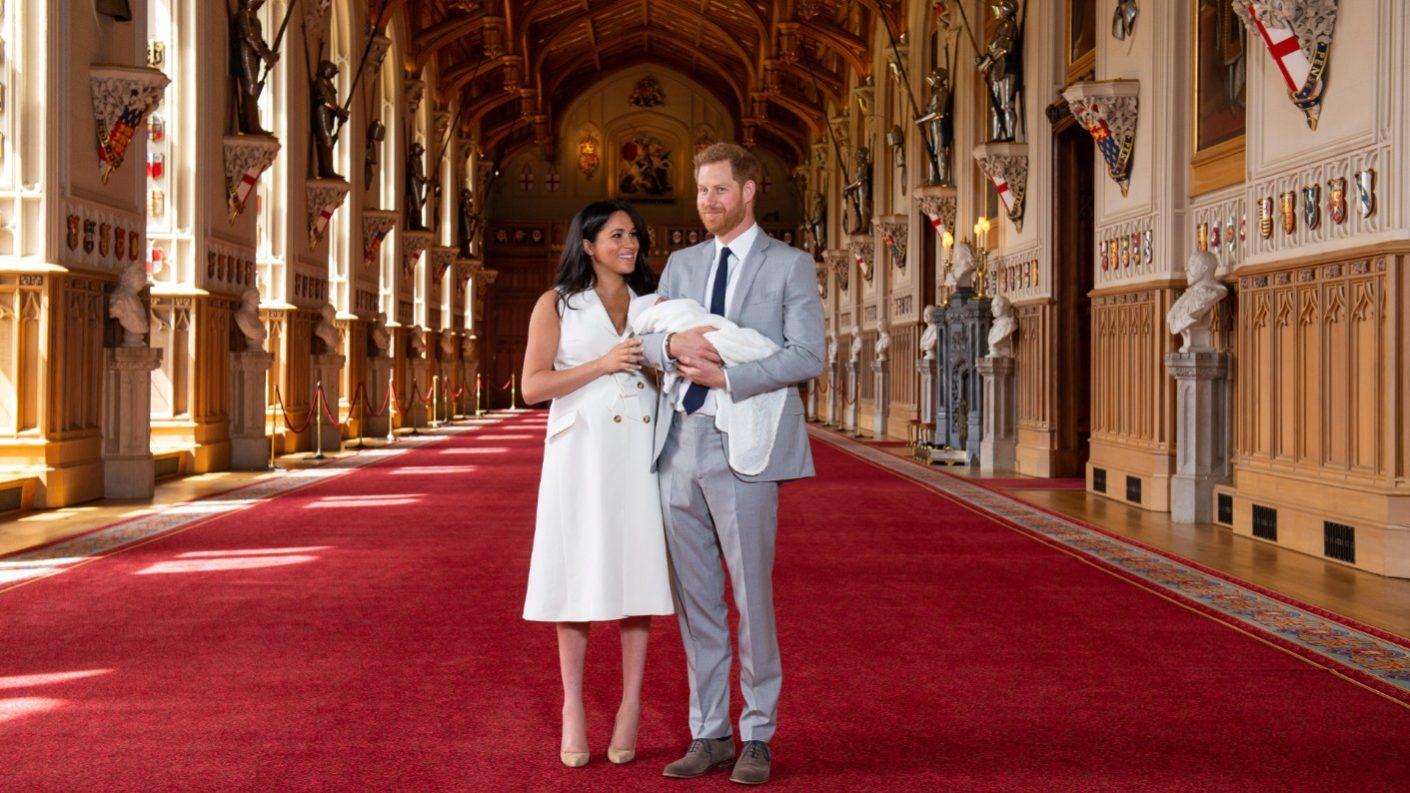 Meghan Markle y el príncipe Harry presentaron a su hijo a los medios de comunicación