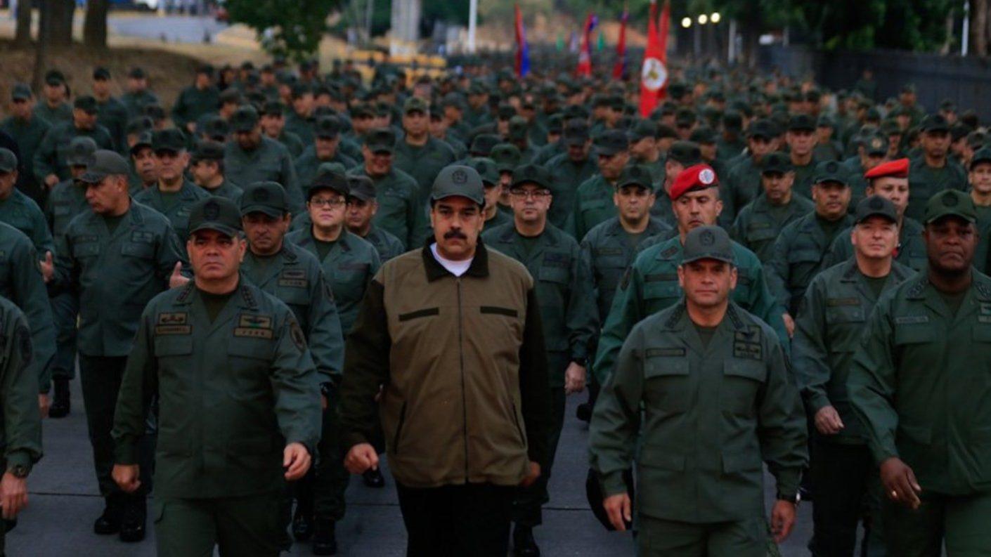 Maduro le dice a la FAN que «llegó la hora de combatir» a los golpistas
