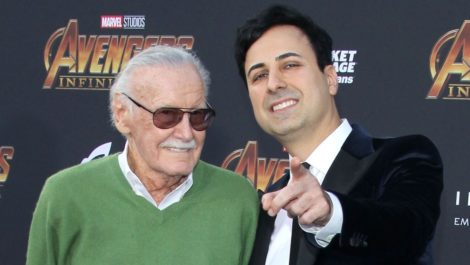 Arrestan a exmanager de Stan Lee por abusar de un anciano