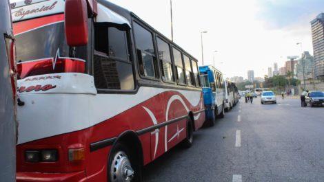 Transportistas advierten de paro indefinido en Caracas si el Gobierno no les cumple