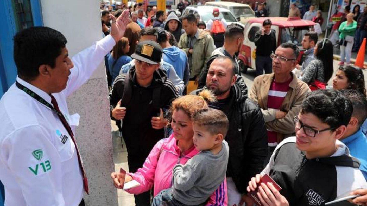 Más de 250 venezolanos exigen a Trinidad y Tobago reapertura de permiso para estadía