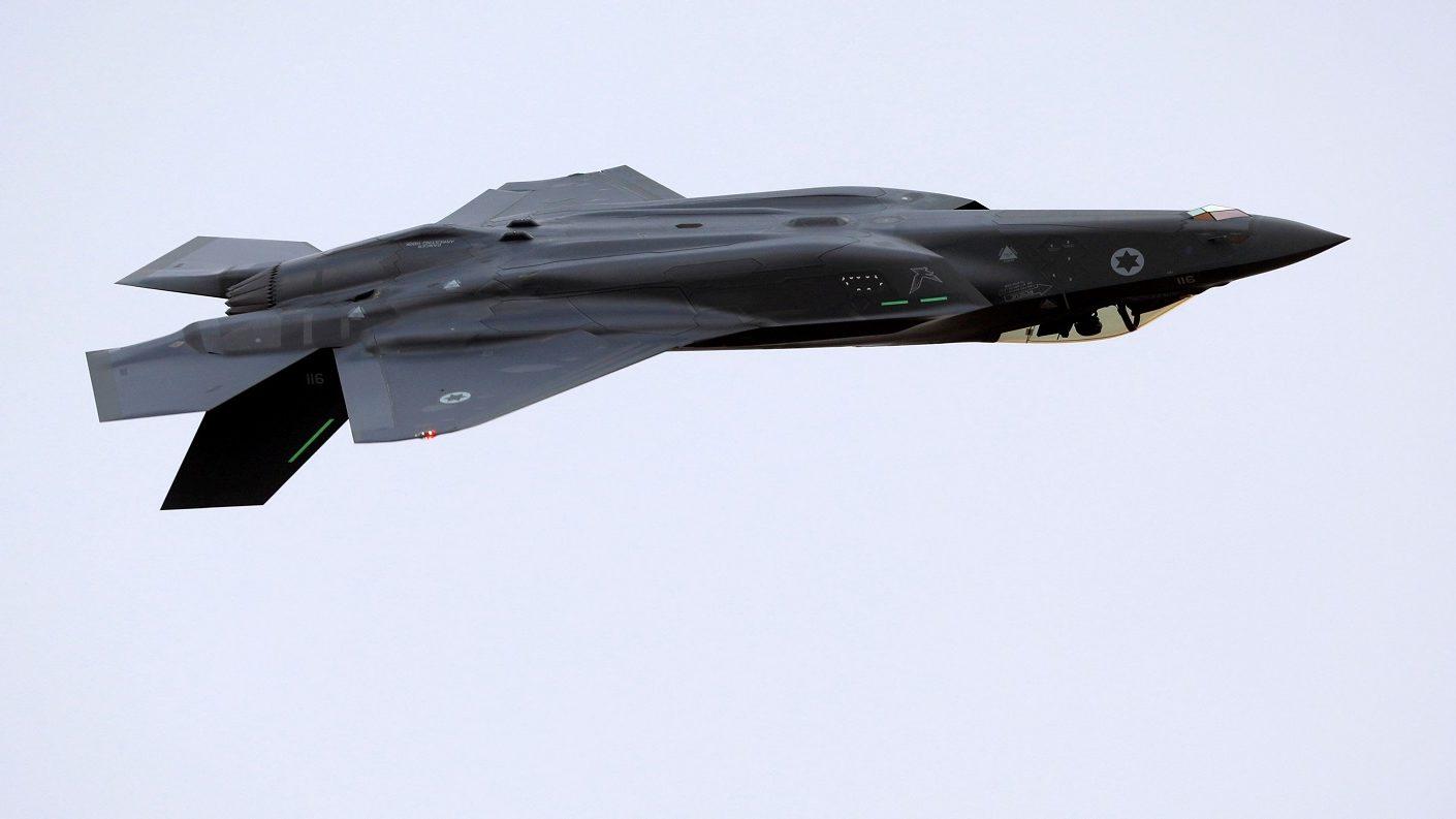 Gobierno asegura que interceptó un avión de inteligencia de EEUU en el país