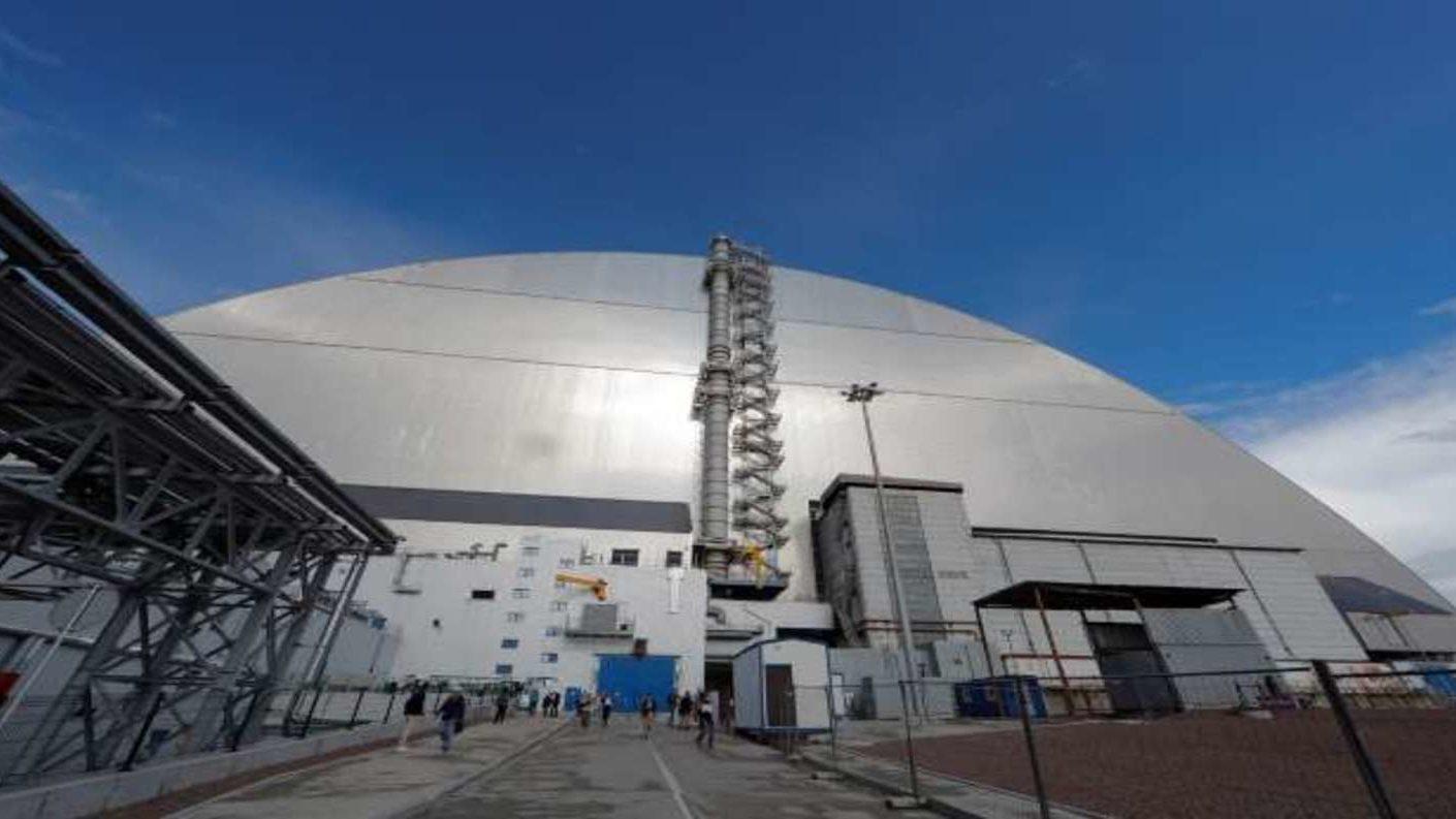 Confinado Chernobyl con una cúpula de acero