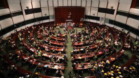 Protestantes en Hong Kong entraron al Parlamento «por la fuerza»