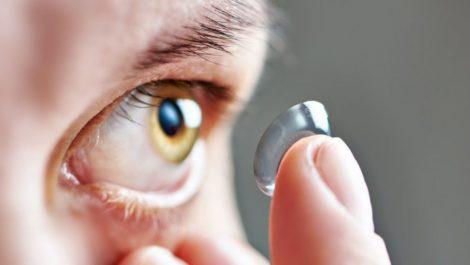 Crean un lente de contacto que hace zoom al parpadear dos veces