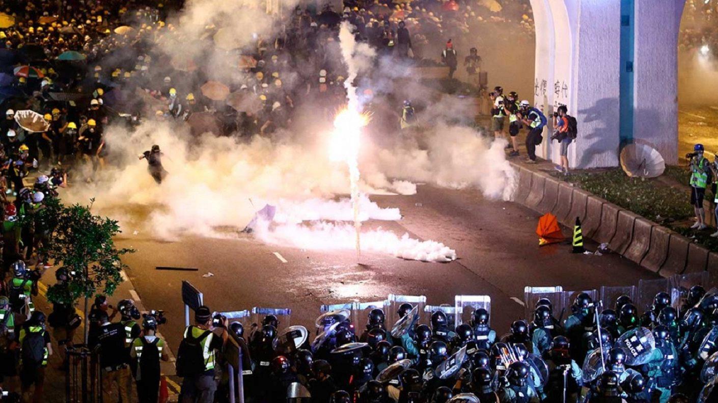 Hong Kong entra en una escalada violenta de protestas contra el Gobierno