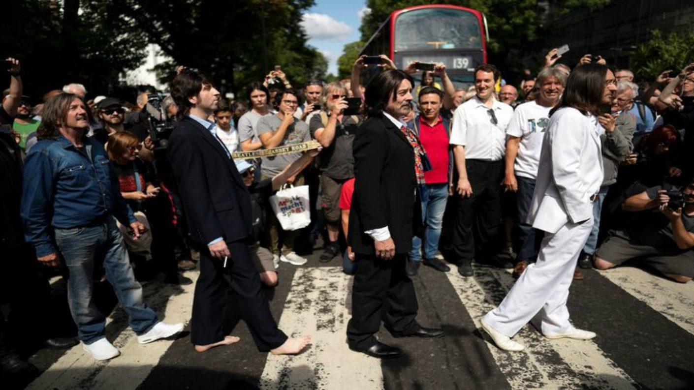 Celebran 50 años de foto icónica de los Beatles