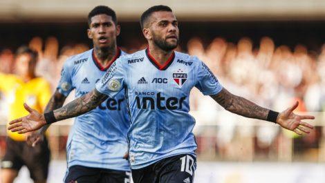 Dani Alves se estrenó con gol para darle la victoria al Sao Paulo