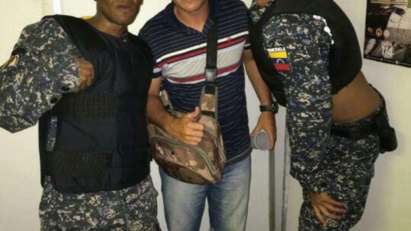 Arrestan a dos actores del Microteatro por usar uniformes de la PNB