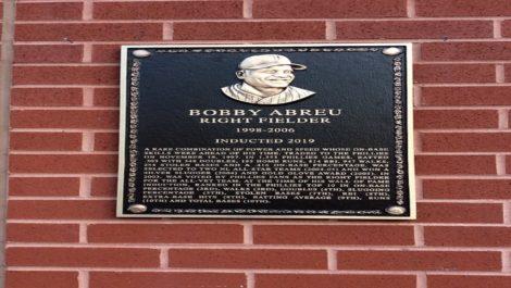 Bob Abreu fue exaltado al Salón de la Fama de los Filis de Filadelfia