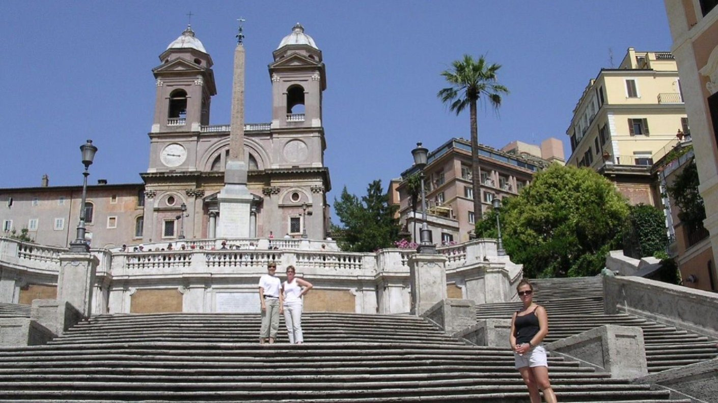 Roma prohíbe sentarse o comer en la escalera de Trinidad de los Montes