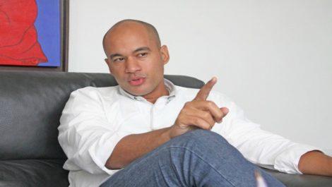 Héctor Rodríguez aseguró que gobierno mantiene comunicaciones con la oposición