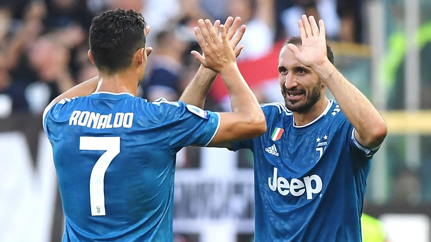 Juventus empezó la defensa del título con triunfo