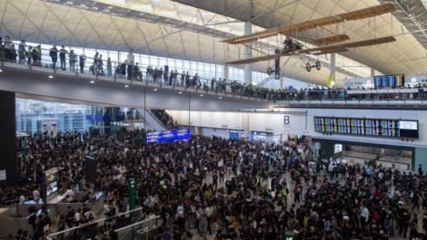 Aeropuerto de Hong Kong en normalidad tras nueva jornada de protestas