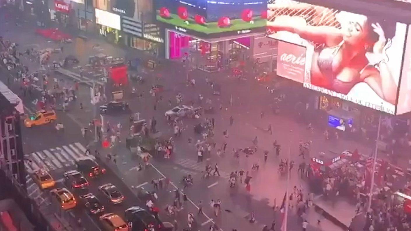 Huyeron despavoridos de Times Square por ruido similar a un tiroteo