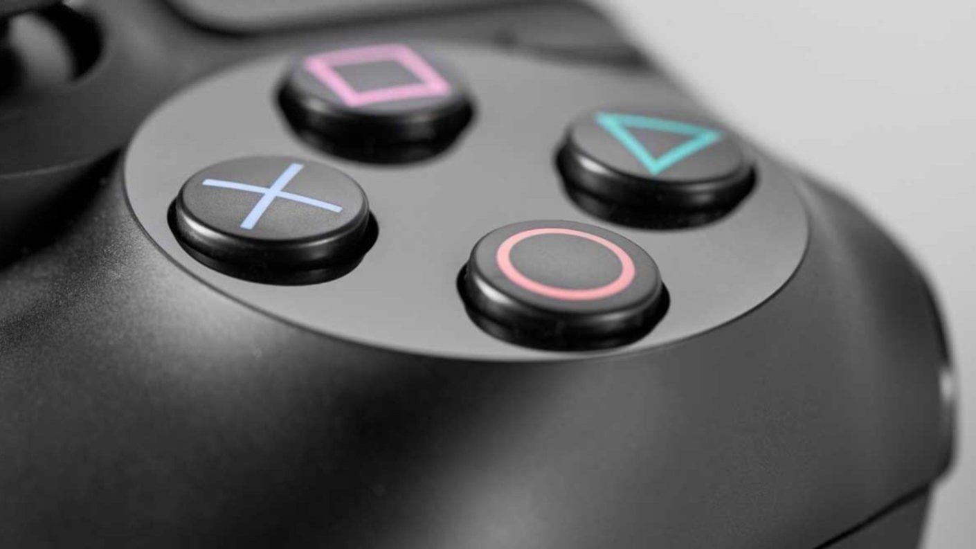 ¿Cómo se llama la X del control del PlayStation?