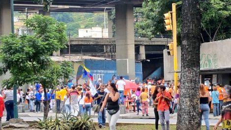 Oficialistas se enfrentaron con seguidores de Guaidó en San Martín