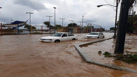 Fuertes lluvias en La Guaira dejaron varios sectores inundados y sin luz
