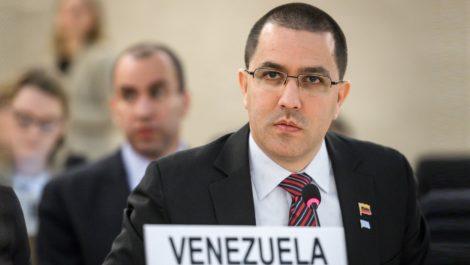 Arreaza viajará a la CPI para denunciar a Iván Duque