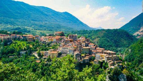 Ofrecen 700 euros mensuales a quienes vayan a vivir en pueblos de Italia