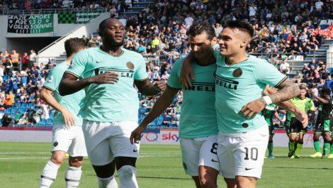 El Inter de Milán vence al Sassuolo y le sigue la pista a la Juventus