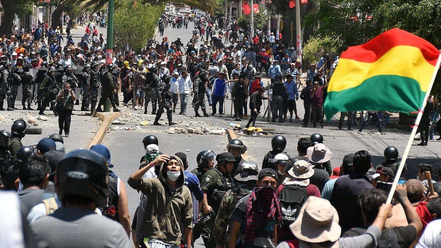 Cinco muertos en choques entre policías y manifestantes en el centro de Bolivia