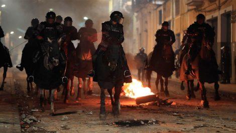 Detenidas 350 personas en Ecuador durante protestas por aumento de gasolina