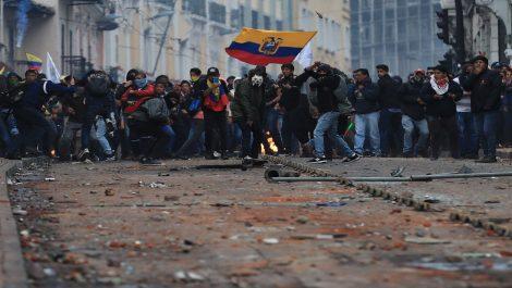 Decenas de venezolanos detenidos por protestas en Ecuador