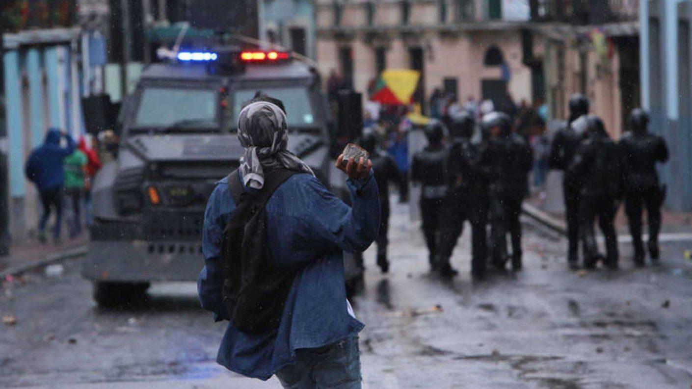 Presidente Lenín Moreno decreta toque de queda «parcial»