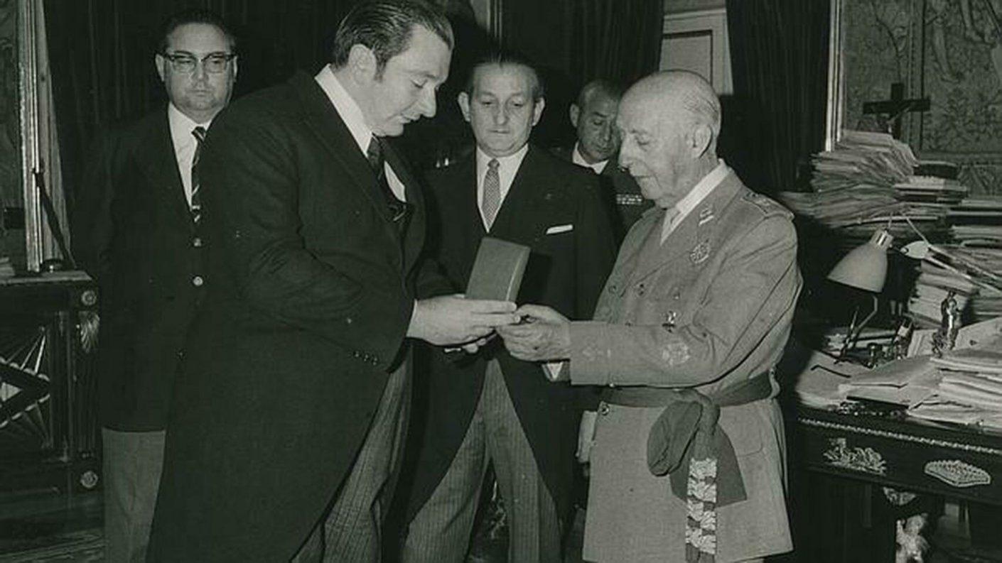 Fútbol Club Barcelona retira distinciones honoríficas a Francisco Franco
