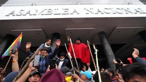 Indígenas ecuatorianos presentan un plan alternativo al del FMI