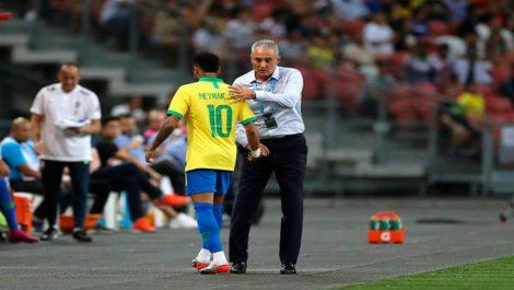 Neymar Jr. abandona partido por problemas en la pierna izquierda