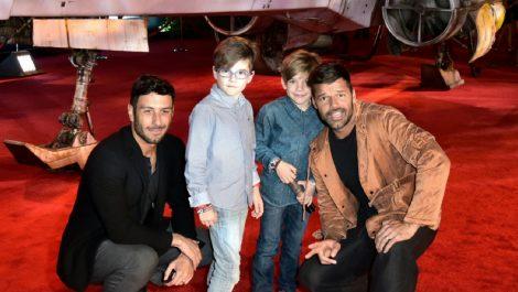 Con una tierna foto Ricky Martin presentó a su cuarto hijo