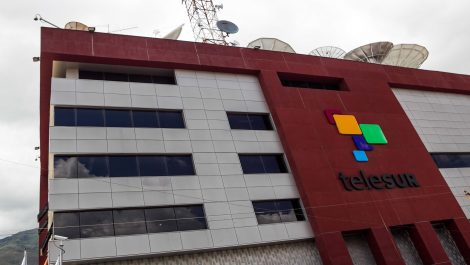 Sacan del aire a Telesur en Ecuador por incitar a protestas