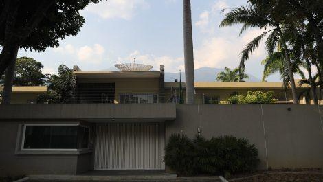 Protestas en la Embajada de Brasil por cierre del Instituto Cultural