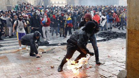 Gobierno de Colombia decretó toque de queda en Bogotá