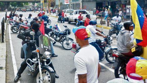 Grupo armado invade edificio en la avenida Urdaneta
